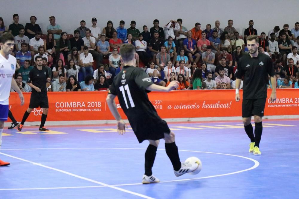 A AAC Universidade de Coimbra e a Universidade do Minho AAUM passaram hoje  às meias-finais de futsal masculino 7eac7be43e243