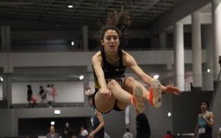Competições universitárias de regresso à pista de atletismo